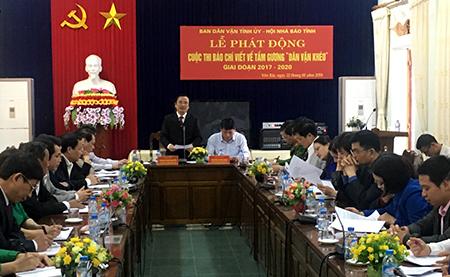 Đồng chí Hoàng Xuân Nguyên - Trưởng Ban Dân vận Tỉnh ủy Yên Bái phát động Cuộc thi.