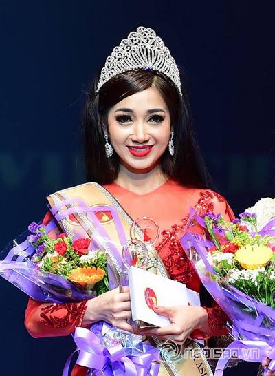 Giây phút đăng quang hoa hậu Đông Nam Á của Trần Hồng Tươi.
