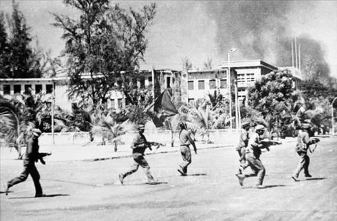 Trưa 7/1/1979, các lực lượng vũ trang cách mạng Campuchia cùng Quân tình nguyện Việt Nam tiến vào giải phóng Thủ đô Phnom Penh.