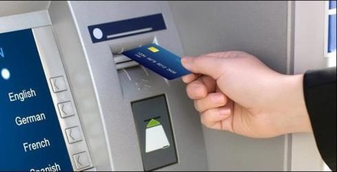 Đến cuối năm 2019, hơn 25 triệu thẻ ATM sẽ phải chuyển đổi từ thẻ từ sang thẻ chip. (Ảnh minh họa)