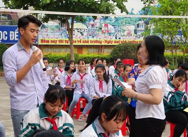 Một buổi tuyên truyền về CSSKSS vị thành niên cho học sinh trên địa bàn thị xã Nghĩa Lộ.