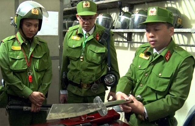 Trong quá trình tuần tra, kiểm soát, lực lượng cảnh sát 113 thu giữ nhiều vũ khí nóng.