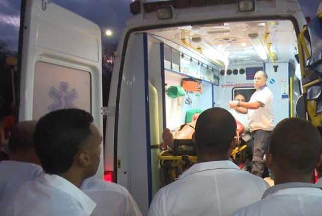 Xe cấp cứu chở nạn nhân tới bệnh viện.