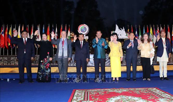 Chủ tịch Quốc hội Nguyễn Thị Kim Ngân cùng các đại biểu tại Lễ ra mắt ACC.