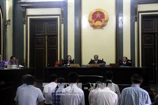"""Tòa án nhân dân cấp cao tại TP Hồ Chí Minh xét xử phúc thẩm vụ Công ty VN Pharma """"buôn lậu"""" thuốc chữa ung thư tháng 10/2017."""