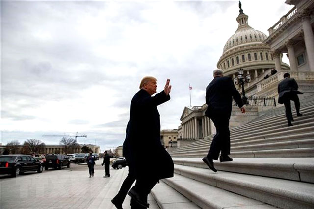 Tổng thống Mỹ Donald Trump tới đồi Capitol để dự cuộc họp với giới lãnh đạo nghị sĩ Quốc hội ngày 9/1/2019.
