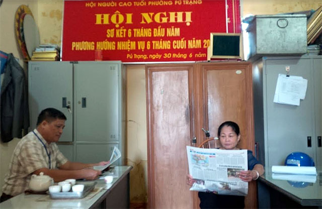 Báo Nhân Dân, báo Yên Bái đã đến với các chi, đảng bộ ở thị xã Nghĩa Lộ mỗi ngày.