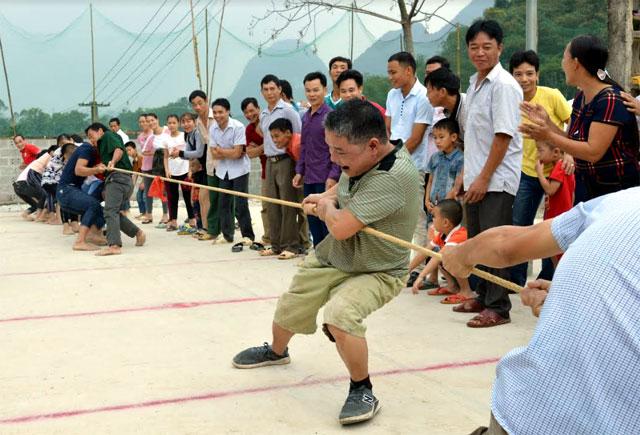 Phong trào văn hóa, văn nghệ, thể thao của thôn Làng Tả, xã Vĩnh Lạc luôn được người dân phát huy tốt.