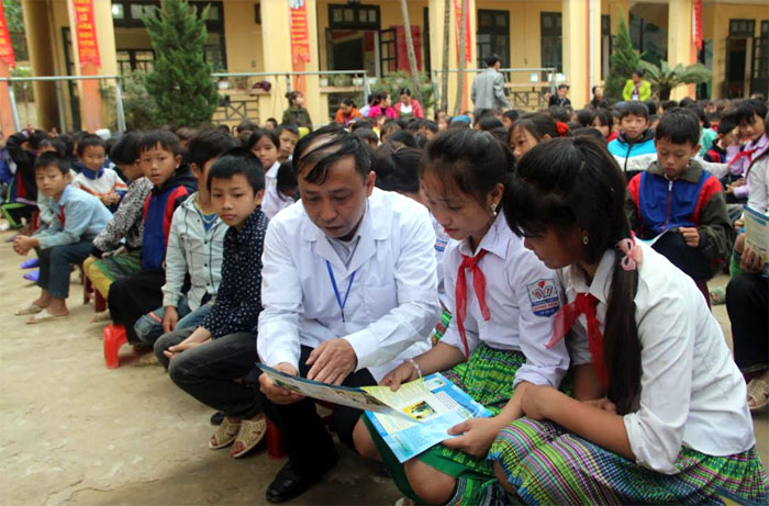 Một buổi tuyên truyền giảm tình trạng tảo hôn và hôn nhân cận huyết thống tại Trường Tiểu học và THCS số 2 Hồng Ca, huyện Trấn Yên.