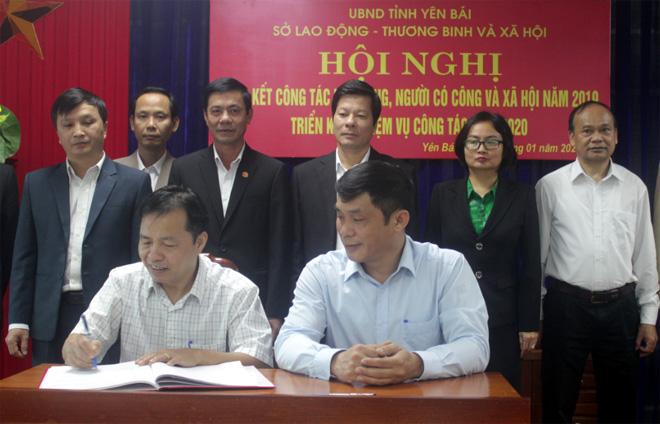 Các phòng chuyên môn và các huyện, thị, thành phố ký kết giao ước thi đua năm 2020.