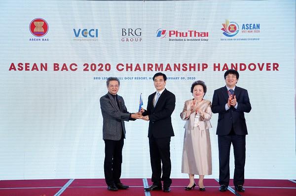 Lễ chuyển giao chức Chủ tịch ASEAN BAC từ Thái Lan sang Việt Nam.