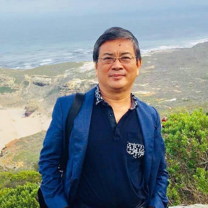 Trương Nhuận sinh năm 1957 ở Bắc Ninh, tốt nghiệp loại giỏi khoa Ngữ văn Đại học Tổng hợp (nay là Đại học Quốc gia Hà Nội)