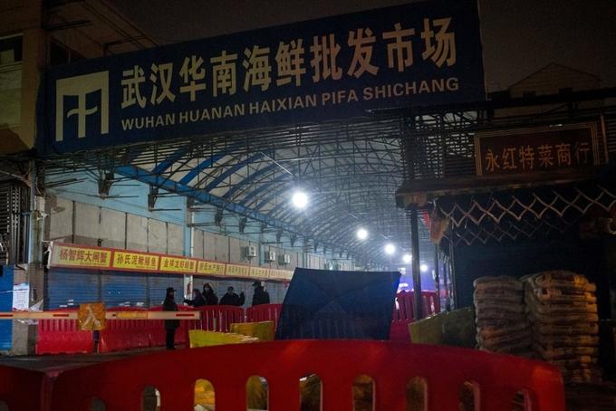 Chợ buôn bán hải sản tại Vũ Hán, Trung Quốc bị đóng cửa sau khi một số trường hợp bị phát hiện nhiễm virus corona.