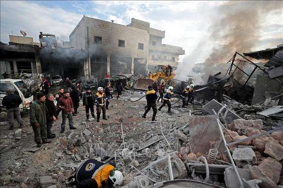 Hiện trường đổ nát sau một vụ không kích tại Idlib, Syria, ngày 15/1/2020.