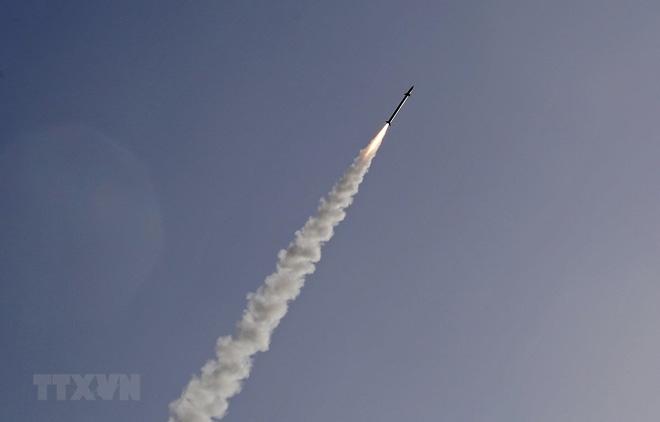 """Tên lửa được phóng từ hệ thống """"Vòm Sắt"""" ở thành phố Ashkelon, Israel để đánh chặn rocket từ Dải Gaza năm 2019."""