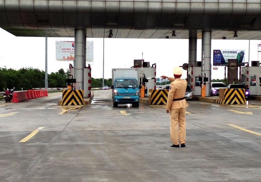 Công tác tuần tra kiểm soát được lực lượng Cảnh sát giao thông thực hiện nghiêm túc ngay từ ngày đầu năm.