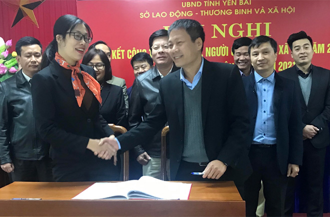 Các phòng chức năng của Sở LĐTBXH ký giao ước thi đua năm 2021.