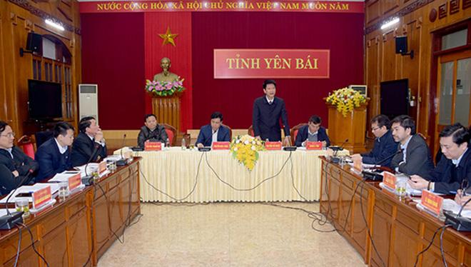 Đồng chí Phó Chủ tịch Thường trực UBND tỉnh Nguyễn Thế Phước phát biểu tại buổi làm việc.