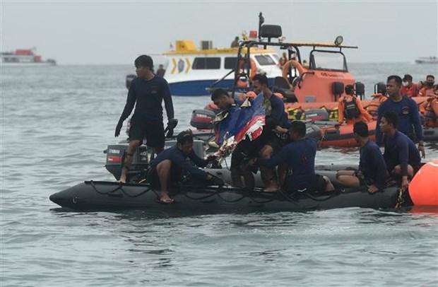 Lực lượng cứu hộ tìm kiếm máy bay hãng hàng không Sriwijaya Air bị rơi ở ngoài khơi Jakarta, Indonesia.