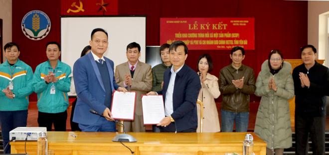 Lãnh đạo Sở Nông nghiệp - Phát triển nông thôn và Chi nhánh Bưu chính Viettel Yên Bái ký kết bản ghi nhớ hợp tác triển khai Chương trình mỗi xã một sản phẩm (OCOP).
