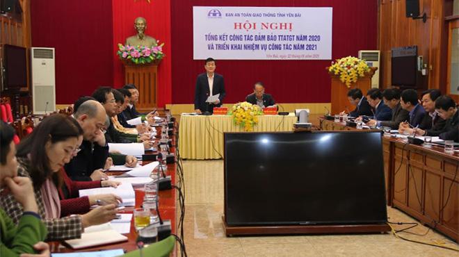 Đồng chí Nguyễn Chiến Thắng – Phó Chủ tịch UBND tỉnh chủ trì phần thảo luận tại Hội nghị.