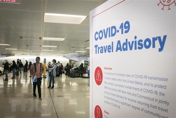Hành khách tại sân bay quốc tế ở Newark, New Jersey, Mỹ, ngày 21/11/2020.