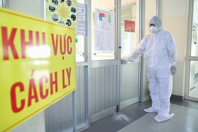 Lực lượng chức năng đã tiến hành cách ly 17 người tiếp xúc gần với nữ công nhân dương tính với SARS-CoV-2, đồng thời lập 13 chốt chặn, phong tỏa thôn Kim Điền, xã Hưng Đạo (TP Chí Linh).