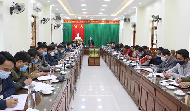Quang cảnh cuộc họp của Ban chỉ đạo phòng chống dịch bệnh Covid-19 huyện Trấn Yên chiều 28/1.
