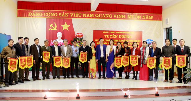 Các chi bộ có thành tích trong triển khai thực hiện các công trình, phần việc chào mừng đại hội Đảng các cấp nhiệm kỳ 2020 – 2025 được khen thưởng.