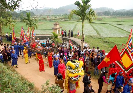 Nghi lễ rước nước trong Lễ hội đình Khả Lĩnh (Yên Bình). Ảnh Quang Tuấn