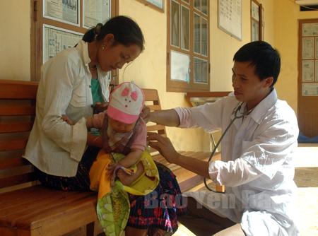Trẻ em vùng cao ngày càng được quan tâm chăm sóc sức khỏe tốt hơn.