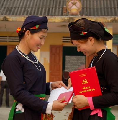 Đảng bộ Lục Yên đã mở 3 lớp đối tượng kết nạp Đảng cho 252 quần chúng ưu tú; 4 lớp đảng viên mới cho 298 đảng viên dự bị. Ảnh Quang Tuấn