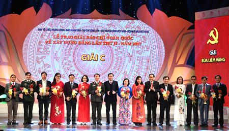 Các tác giả nhận giải C Giải Búa liềm vàng.