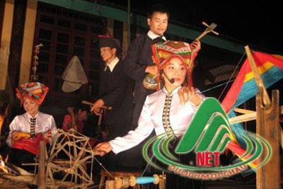 Trai gái Thái giao duyên trên sàn Hạn khuống.