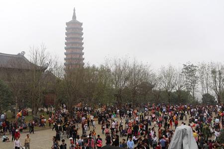 Đông đảo du khách thập phương về khai hội chùa Bái Đính.