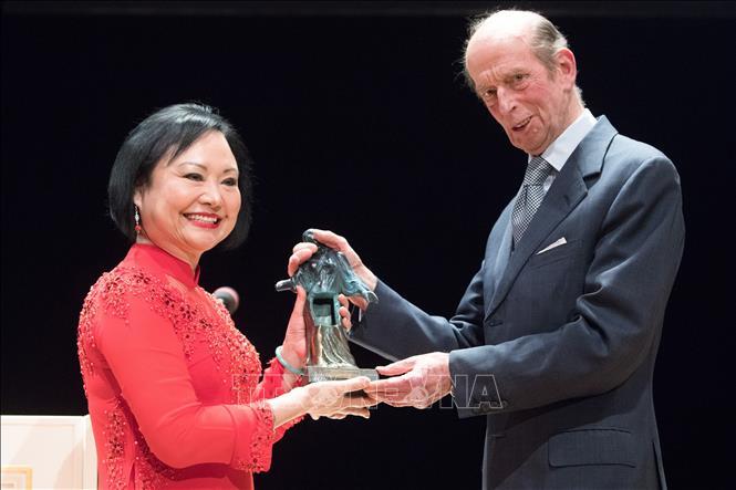 Bà Phan Thị Kim Phúc nhận Giải thưởng Hòa bình Dressden tại Dresden, Đức, ngày 11-2-2019.