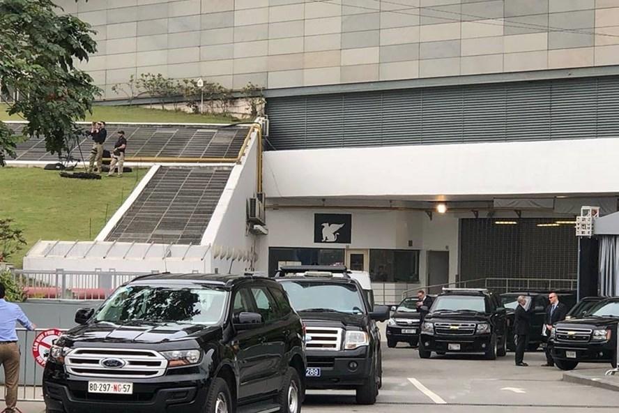 Đoàn xe của Tổng thống Mỹ ra sân bay.