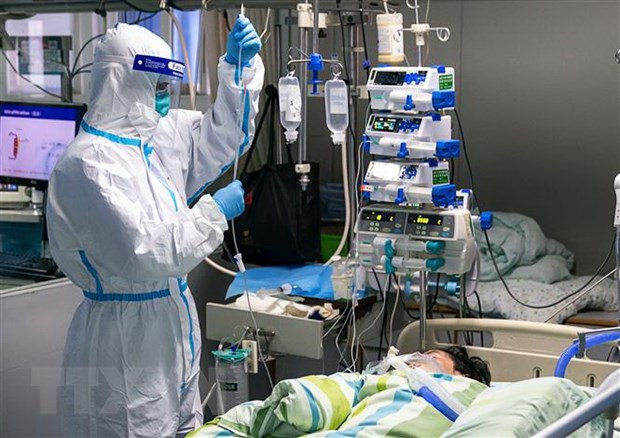 Điều trị cho bệnh nhân nhiễm virus corona tại bệnh viện ở Vũ Hán, tỉnh Hồ Bắc, Trung Quốc ngày 24/1/2020.