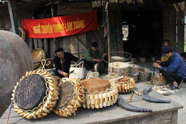 Nghề làm trống của người Dao Đỏ, huyện Sa Pa, tỉnh Lào Cai.