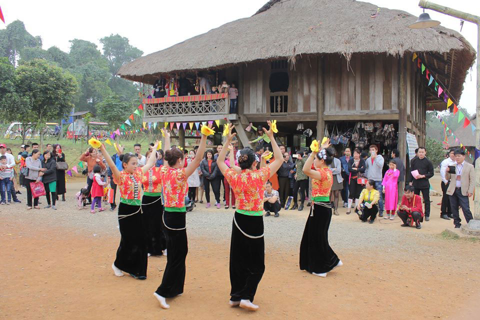 Sinh hoạt văn hóa của đồng bào dân tộc Thái.