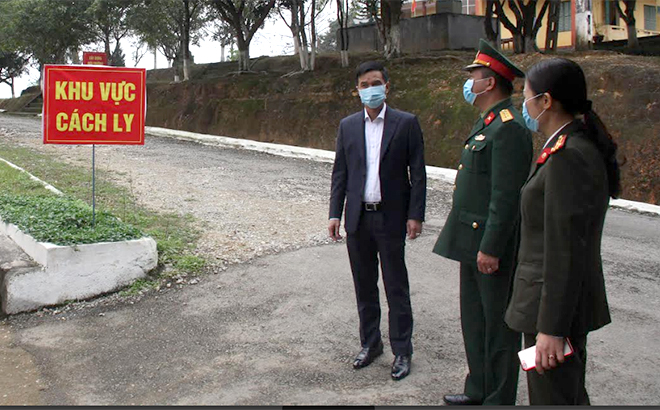 Đồng chí Dương Văn Tiến – Phó Chủ tịch UBND tỉnh kiểm tra khu vực cách ly.
