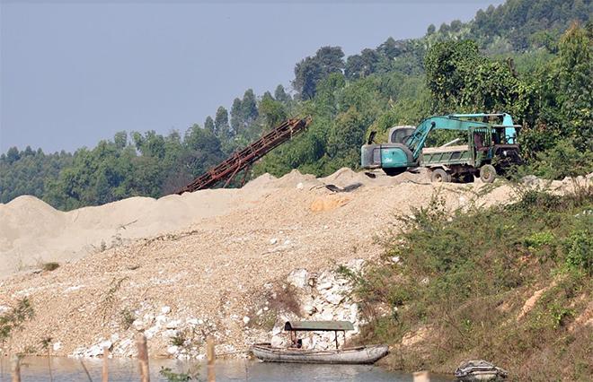Các tổ chức, cá nhân hoạt động trong lĩnh vực khai thác tài nguyên khoáng sản là đối tượng được cơ quan chức năng huyện Yên Bình quan tâm kiểm tra.
