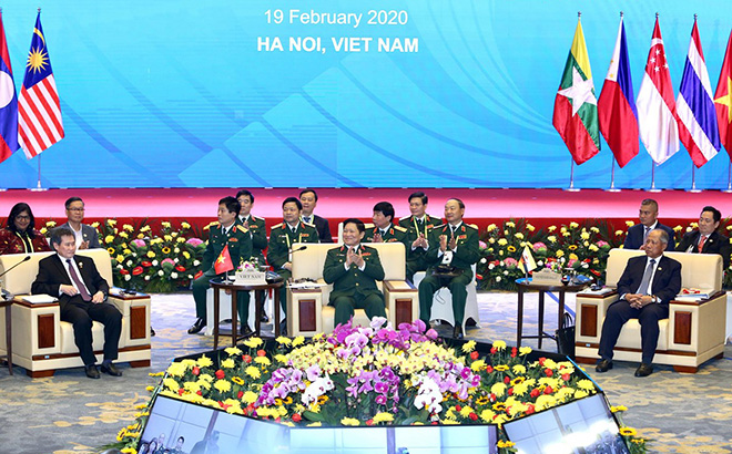 Đại tướng Ngô Xuân Lịch, Ủy viên Bộ Chính trị, Phó Bí thư Quân uỷ Trung ương, Bộ trưởng Bộ Quốc phòng Việt Nam phát biểu khai mạc.