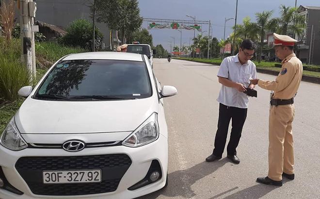 Lực lượng cảnh sát giao thông Công an huyện Yên Bình tăng cường tuần tra, kiểm soát trên các tuyến đường được giao phụ trách.