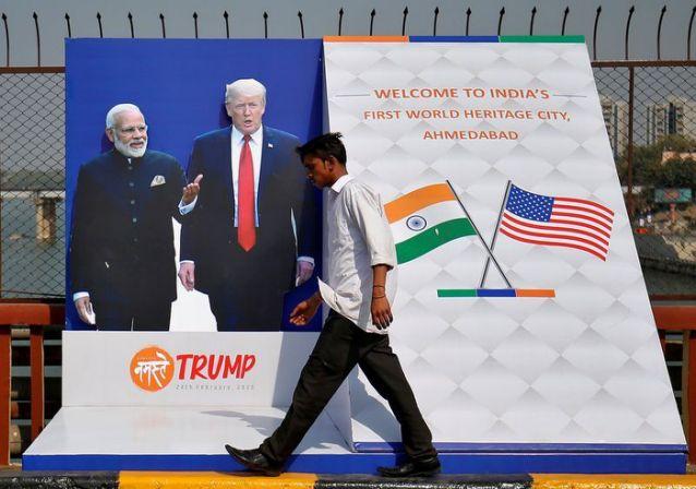 Áp-phích chào đón Tổng thống Mỹ Donald Trump trên đường phố Ấn Độ.