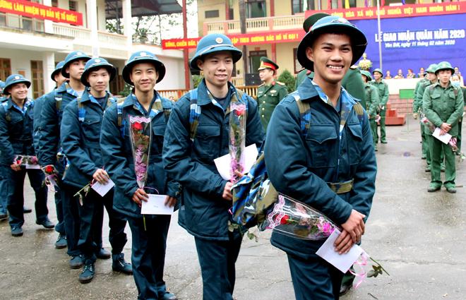 Niềm vui tân binh làm nghĩa vụ với Tổ quốc (Ảnh Thu Trang)