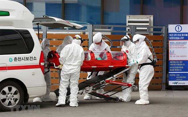 Vận chuyển bệnh nhân mắc COVID-19 tại Hàn Quốc.