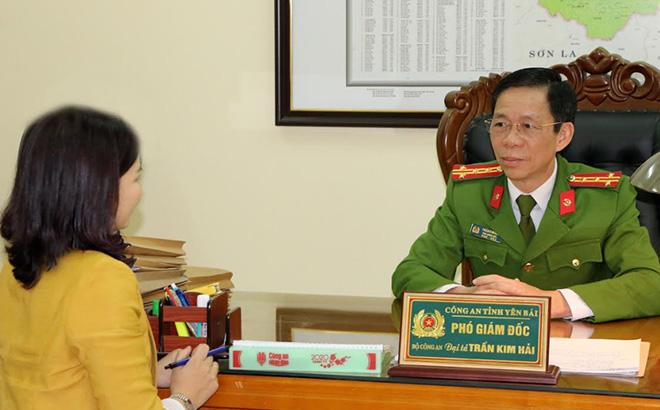 Đại tá Trần Kim Hải - Phó Giám đốc Công an tỉnh trả lời phỏng vấn phóng viên Báo Yên Bái.