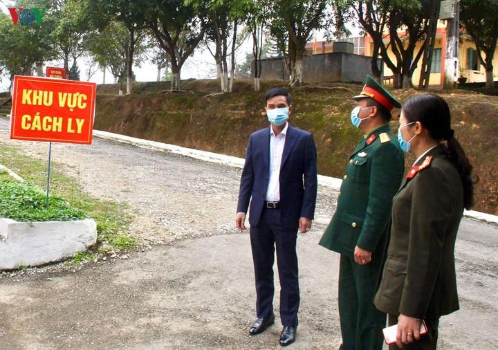 Phó chủ tịch UBND tỉnh Dương Văn Tiến kiểm tra khu vực cách ly tại Trường Quân sự tỉnh