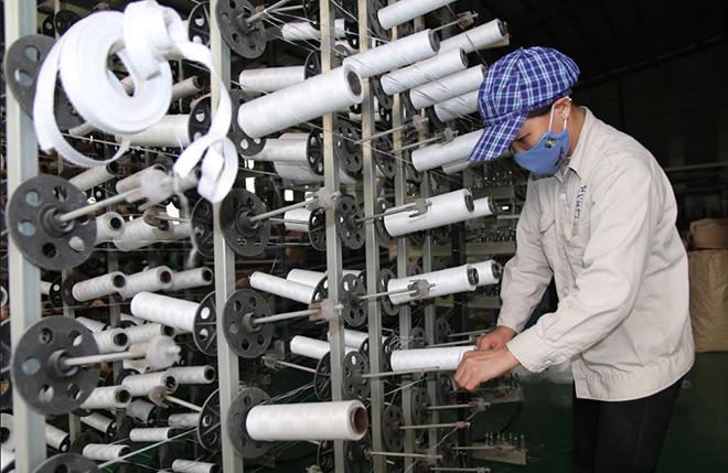 Sản xuất bao bì tại Công ty cổ phần Khoáng sản RED STONE, Khu Công nghiệp phía Nam.